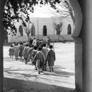 Enfants se rendant à la cantine, école de Fez,1933